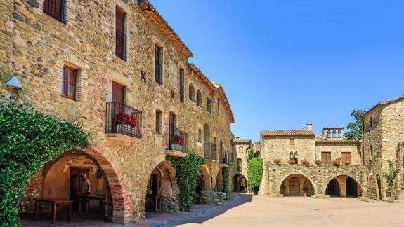10 pobles amb encant de la Costa Brava